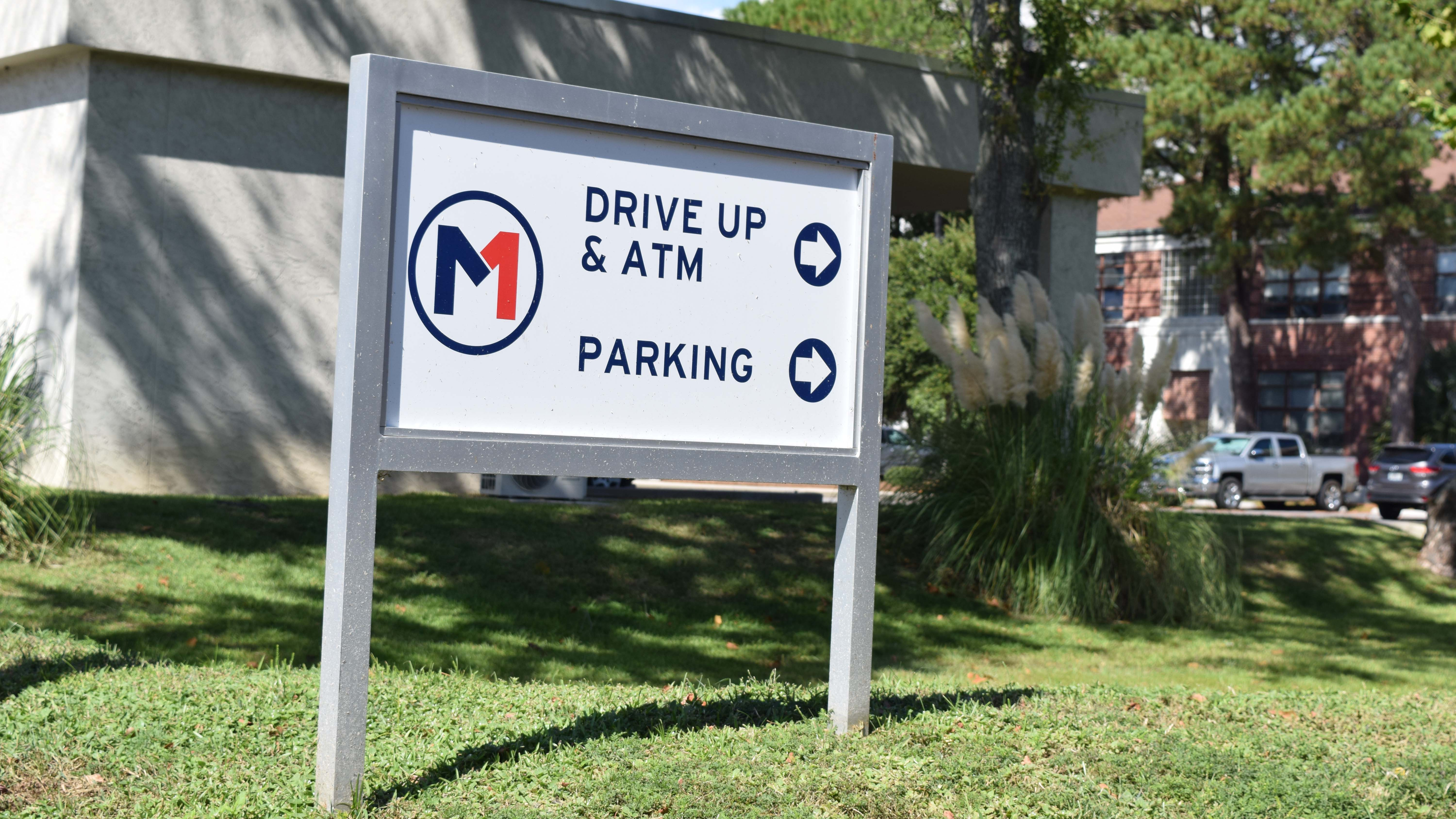 exterior branded wayfinding signage at Members First Credit Union - signgeek wayfinding
