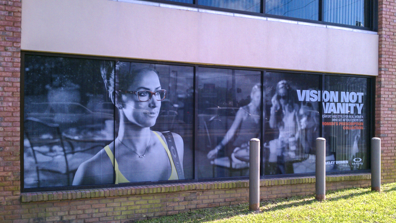Window graphics for an optical center - Signgeek Environmental Graphics
