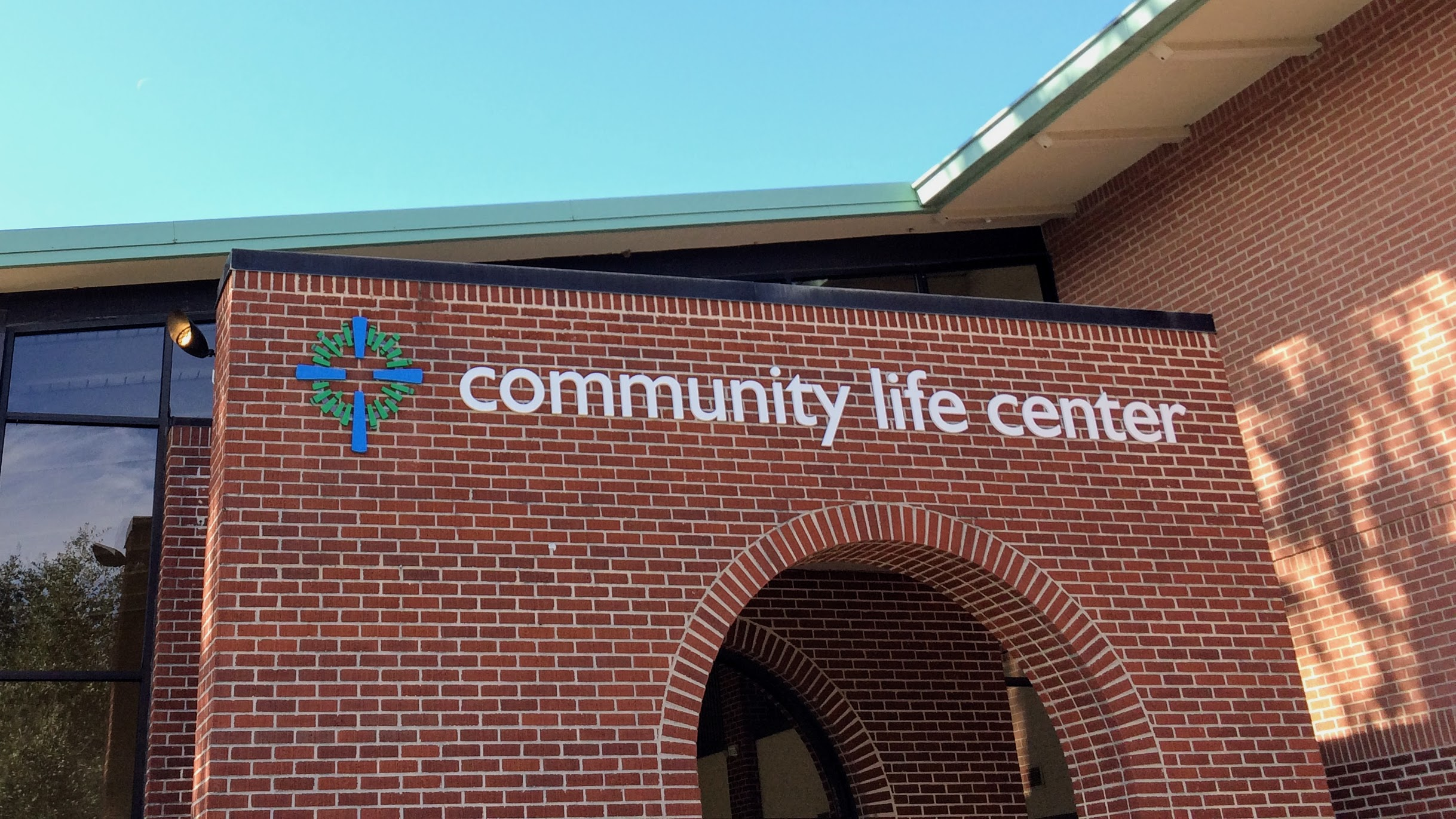 Exterior wayfinding on church campus with dimensional letters - signgeek Wayfinding