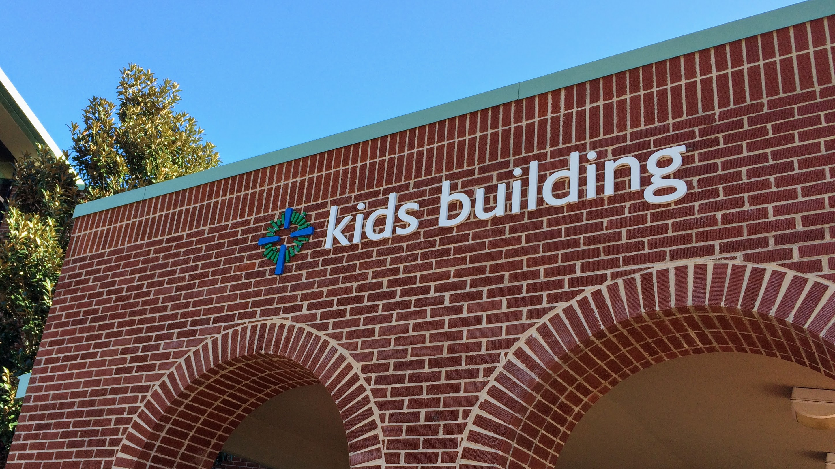 Exterior wayfinding for kids building on church campus with dimensional letters - signgeek Wayfinding